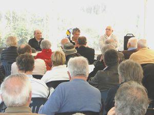 Face à une salle attentive, l'équipe d'HPO Pascal GRACIA, René CLOUTEAU Président et Henri GUIBERT secrétaire