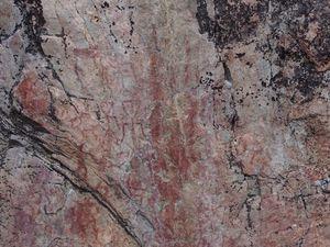 Difficile à distinguer suivant la lumière...3500 à 4500 ans tout de même!