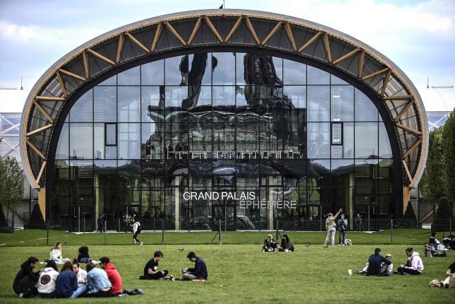 Palais augmenté. La réalité augmentée transforme le Grand Palais Éphémère en un jardin virtuel ouvert sur la création et l'imaginaire.