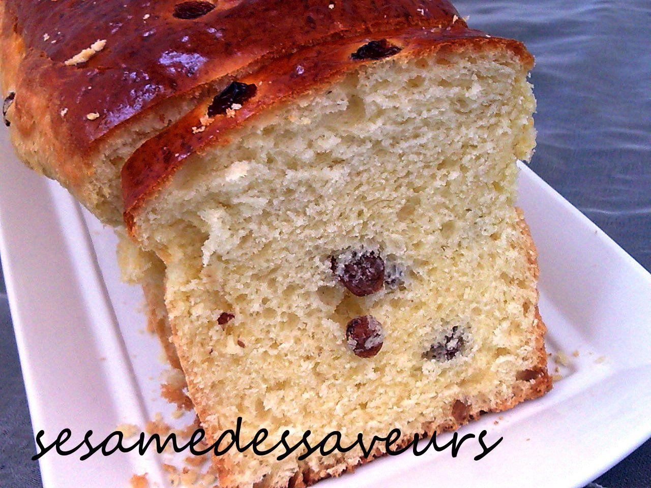Gâteau brioché aux raisins secs