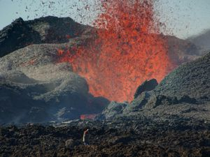 Piton de la Fournaise - the undermining of the cone with the rise of a large block that will be swept away by the flood - a click on the photo to enlarge - © Thierry Sluys / All rights reserved - 15/09/2016