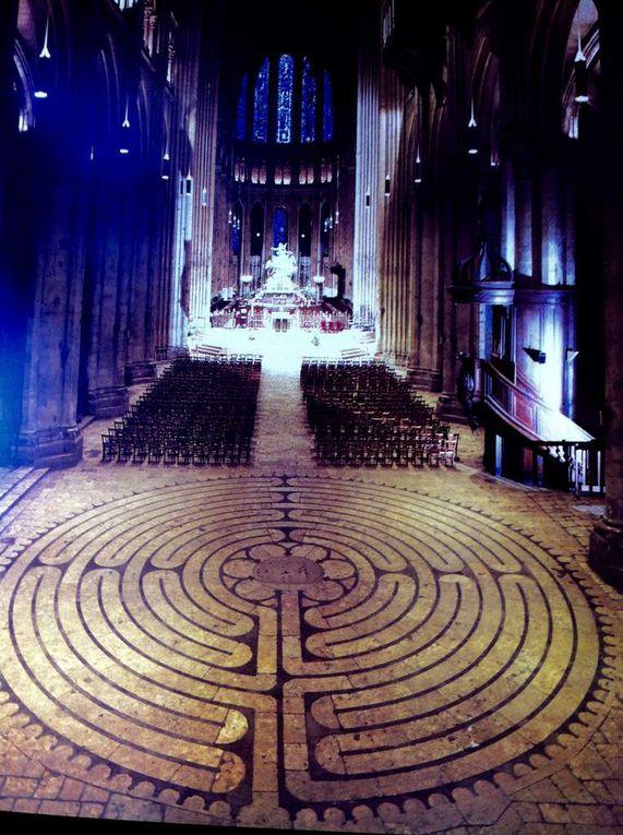 Labyrinthe de la Cathédrale de Chartres, Graffito, Kom Obo en Egypte 1er S av JC, Mégalithes sculpté, Maître d'Oeuvre.