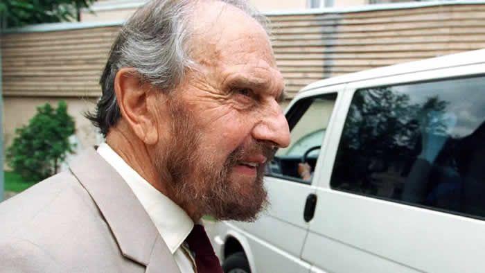 George Blake, le célèbre agent double, en Russie, le 28 juin 2001. (YURY MARTYANOV / KOMMERSANT / AFP)