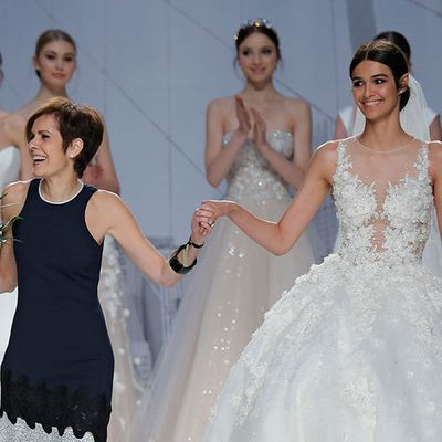 Lace Wedding Gowns: Add a little Femininity to Your Wedding Event Look