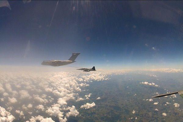 Le KC-390 s'essaye au ravitaillement en vol avec des F-5M de la Force Aérienne Brésilienne