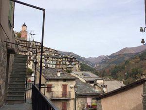 La gare de Limone avec, derrière les montagnes, la vallée de la Roya, un arrêt à Tende pour faire un compte rendu aux élus et associations, un regard sur Tende ... et un chat tendasque :-)