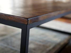 table basse métal carré 30 x 30mm plateau en pin patiné brossé dimensions 120 x 120xh 40 cm  Possibilité de fabrication sur mesure