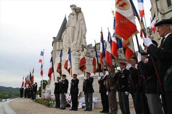 Les nombreux porte drapeaux qui honoraient la cérémonie.