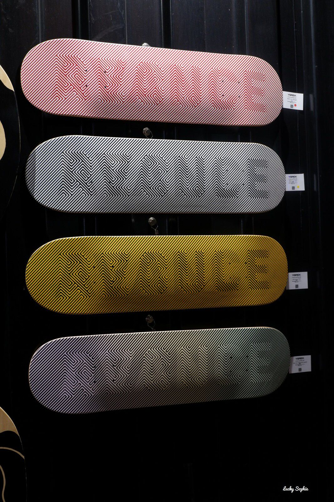 Les planches de skate d'Ygrek avec effet d'optique Avance / recule : bluffant !!