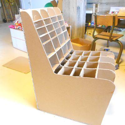 Suite du mobilier d'accueil en carton