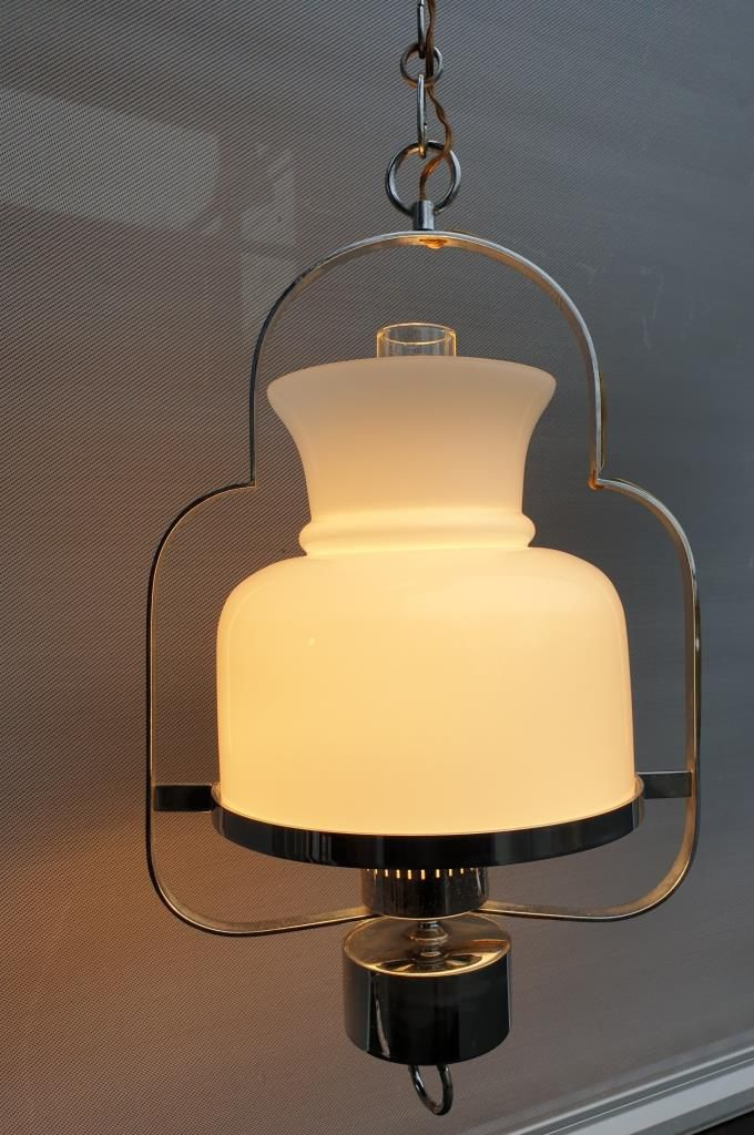 Lustre lanterne 1970 opaline et acier chromé - 220 euros
