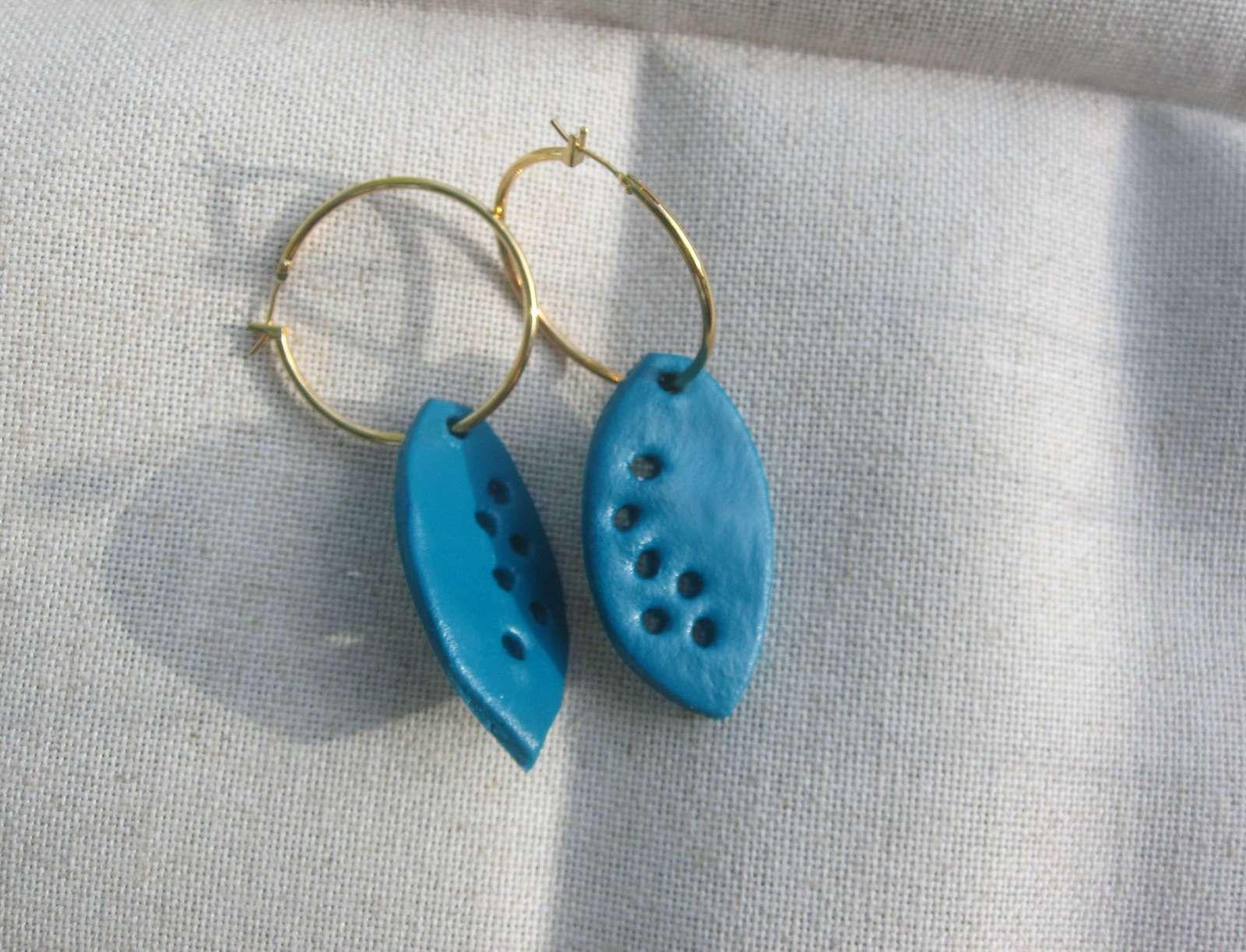 Boucles d'oreille en Fimo : les bleues
