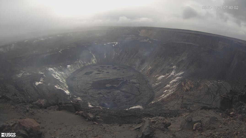 Kilauea ,  Halema'uma'u - le temps est couvert sur le lac de lave et la caldeira sommitale ce 27.08.2021 / 07h40  - webcam HVO