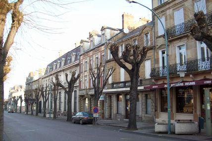 Quartier centre ville : l'Avenue Charles de Gaulle.