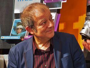 Philippe Lacoche, en boîtes et au théâtre