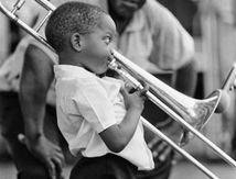 Un trombone, de l'amour et un éternuement