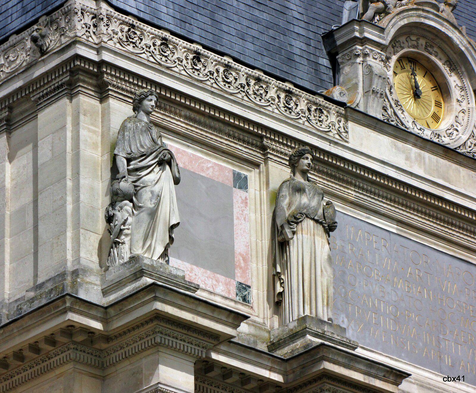 Musée de Picardie, Les sculptures extérieures