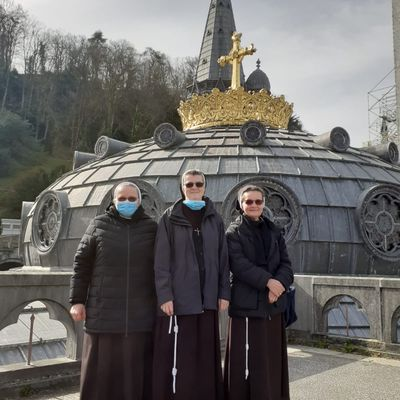 Pielgrzymka do Lourdes w czasie pandemi. Pèlerinage à Lourdes et la pandémie.