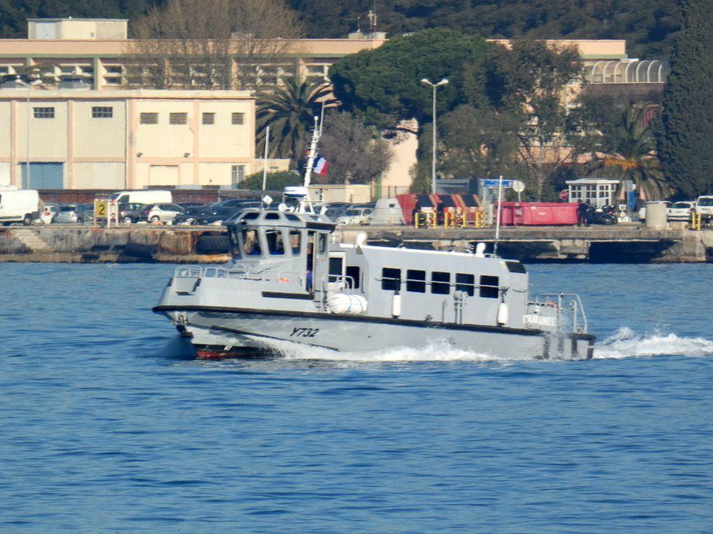 OURANEE , Y732 vedette de liaison  ( VLI) en petite rade de Toulon le 28 mars 2019