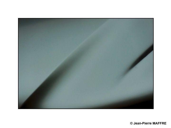 J'ai toujours été sensible à l'art abstrait et à ses formes pures qui permettent à l'imagination de s'évader. Avec son appareil photo et en cherchant bien, on peut aussi en découvrir dans ce qui nous entoure.
