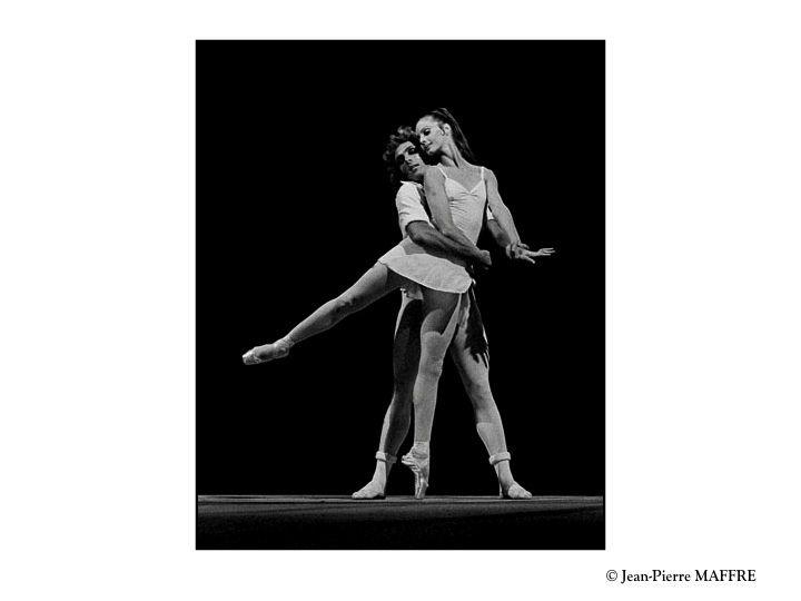 Roméo et Juliette superbement mis en scène par Maurice Béjart est une histoire d'amour qui inspirera toujours nos grands chorégraphes.