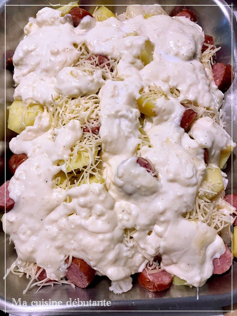 Gratin de chou-fleur pommes de terre et ses saucisses fumées à la béchamel au Cookeasy