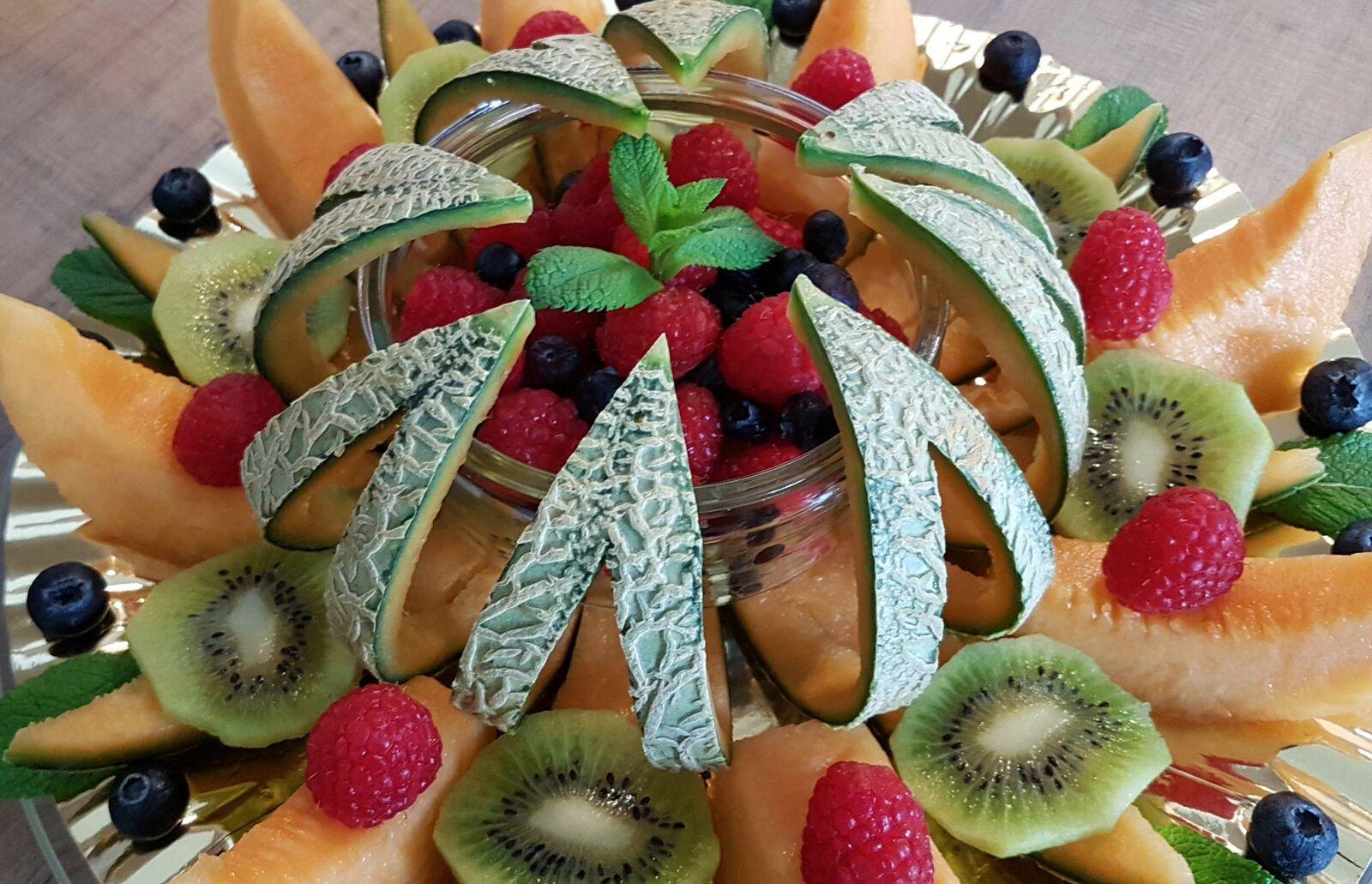 Découpe de melon en étoile pour composition de joli plateau de fruits