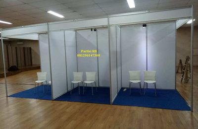 Booth R8, Panel R8. Partisi Pameran