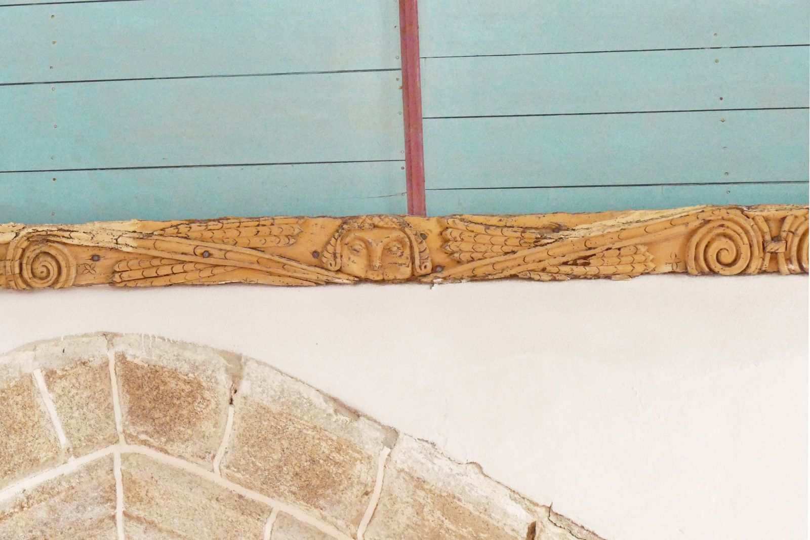 Les sablières et poutres sculptées(anonyme, fin XVIe-début XVIIe) de l'église de Guimiliau. Photographie lavieb-aile 2016-2021.