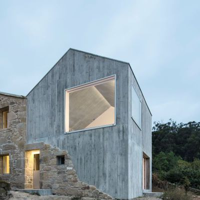 A RURAL HOUSE IN MIRAFLORES RESTORED AND RE-DESIGNED BY FUERTES-PENEDO ARQUITECTOS IN GALICIA, SPAIN