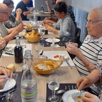 Vendredi 10 septembre nos vacanciers partagent le déjeuner avant le retour à la résidence