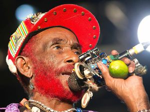 Lee scratch Perry,