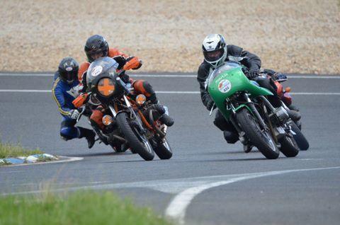 Iron Bikers 2014 Carole démonstrations motos anciennes course, réplica, bitza, de caractère sur piste