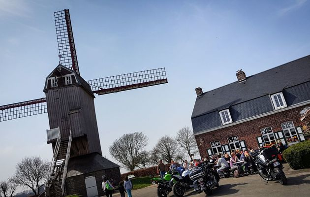 Le moulin de Boeschepe et son estaminet (Flandres)