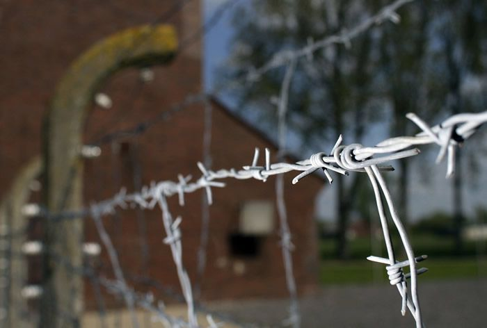 Barbed wire is seen at the memorial site of the former Nazi concentration camp 'Neuengamme' in Hamburg, northern Germany, on May 4, 2010. (apn/Axel Heimken)