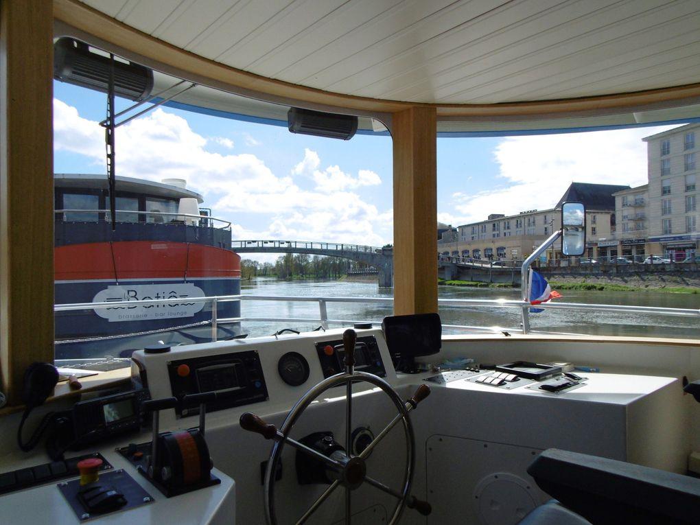"""Ce superbe bateau autant écolo que silencieux a vu le prix du voyage augmenter de 1 euros. Après les espaces intérieurs, on monte sur la  """" terrasse """"..."""