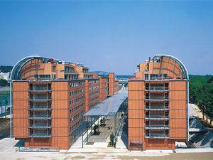 Centre Pompidou, Architecture de Renzo Piano et Richard Rogers, 1971-1977, Paris Beaubourg. Cité Internationale , Architectes Renzo Piano et Richard Plottier, 1992-1999, Lyon. et