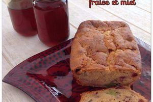Cake rhubarbe, fraise et miel