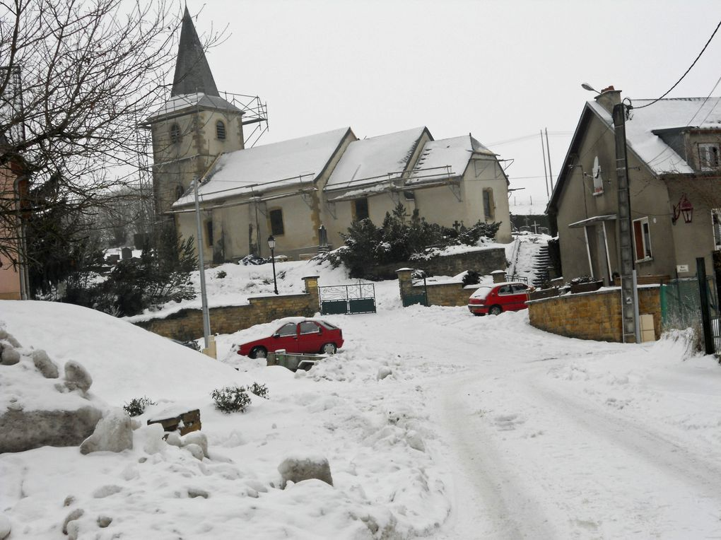 Osnes village près de Carignan le village ,la mairie, les étangs,