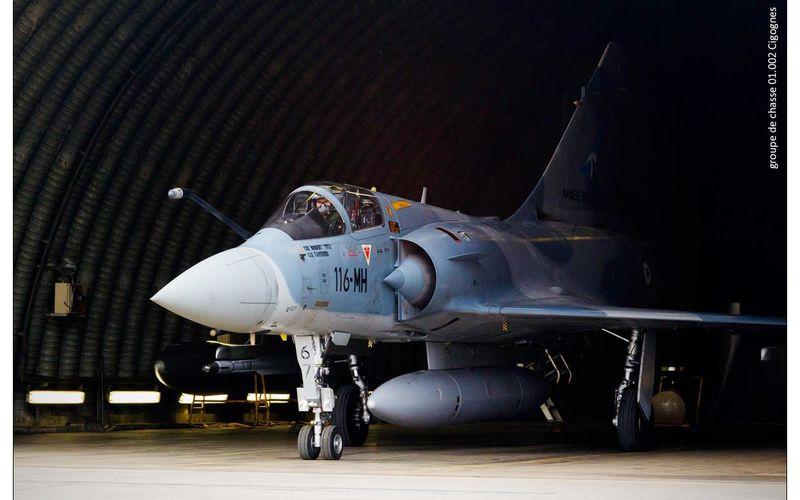 Un Mirage 2000-5 s'écrase.