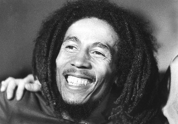 Photo prise en 1976 du chanteur jamaïquain Bob Marley, décédé à 36 ans en 1981 des suites d'un cancer (Photo by HO / AFP) (AFP / Ho)
