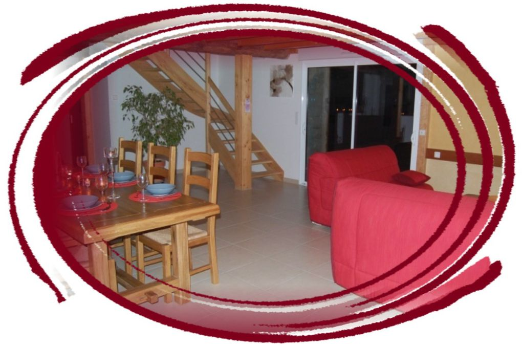 Isolation: Chaux/Chanvre, laine de bois. Plancher chauffant (rez de chaussé et étage) par aérothermie.