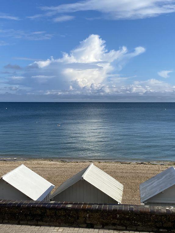 Location d'un studio chic et charme pour deux personnes entièrement rénové à 30 métres de la plage , parking privé , vélos à disposition .