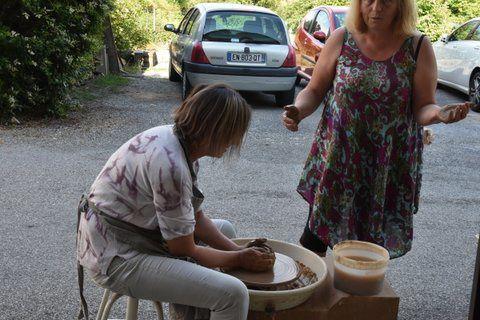 Barrême , animation à l'atelier de poterie