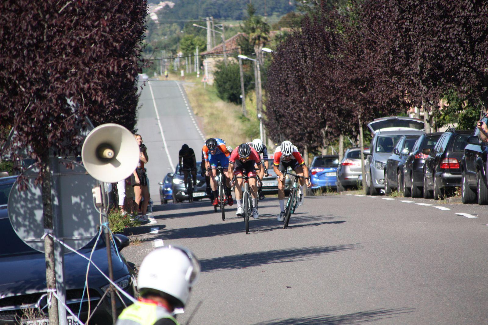 l'arrivée  au  sprint  et  la  victoire  pour  Gaétan  GRACIANETTE(VC Pays de Langon)