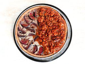 Tarte noix et figues d'après Carl Marletti : pâte sucrée noix et vanille, crème de noix et figues, caramel mou vanille aux noix glacées, chantilly vanille et figues fraiches