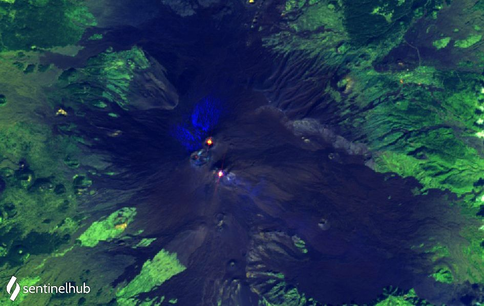 Etna - 3 hot spots at the summit craters - image Sentinel-2 L1C bands 12; 11.4 / 26.10.2020 - one click to enlarge