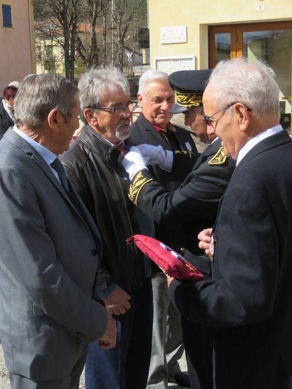 Saint André les Alpes: Les anciens de la guerre d'Algérie ont été décorés