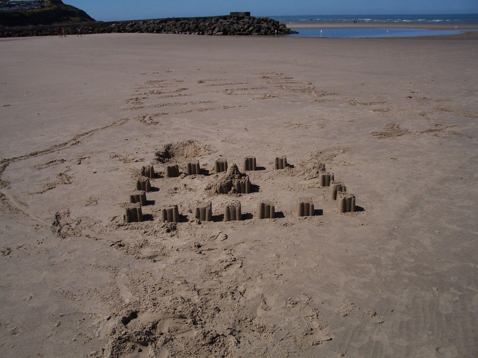 jeu d'enfants sur la plage à Le Portel