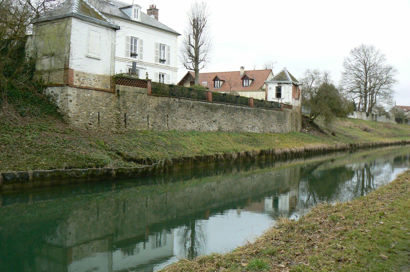 Canal de l'Ourcq à Charmentray